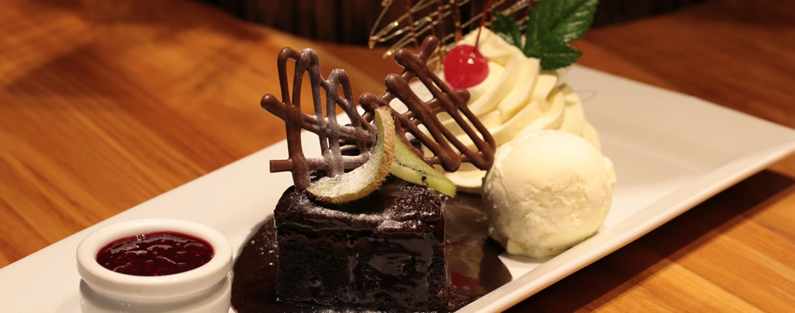 A large dessert menu offers delicious sweet treats. (photo: ©juergenschacke.com)